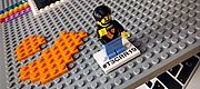 Lego-Figur auf Notebook-Case